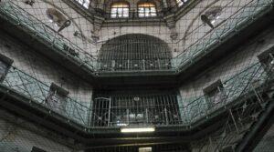 Как се лекуват наркозависими в затвора?