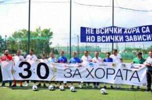 Ивайло Петев и Ивелин Попов подариха топки и фланелки на хора със зависимости